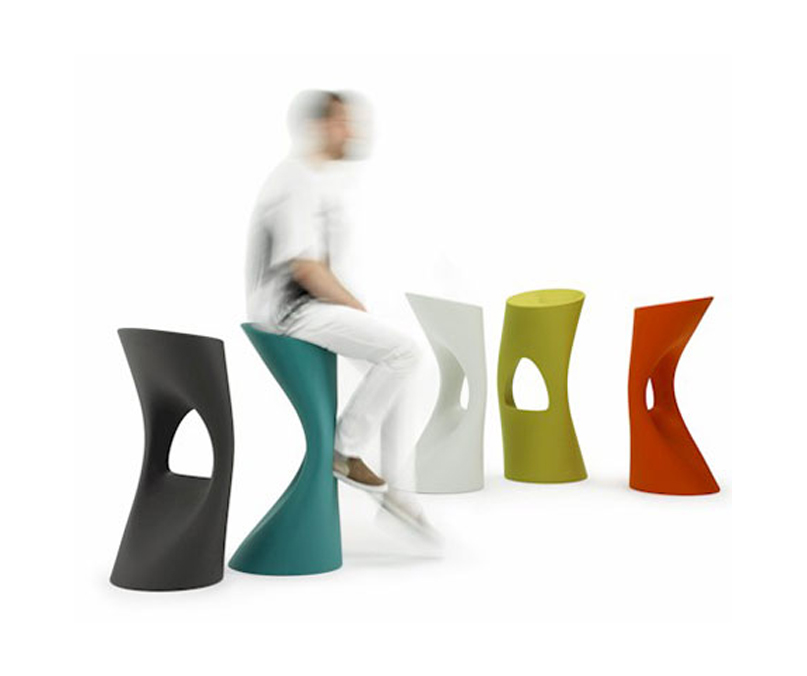 waste plastics from injection moulding used in designer furniture